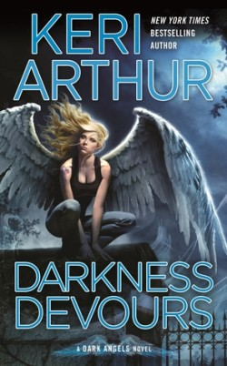 Review: Darkness Devours by Keri Arthur