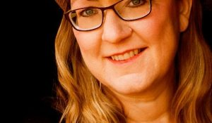 Interview and Giveaway with Vivian Arend