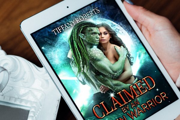 Review: Claimed by an Alien Warrior by Tiffany Roberts