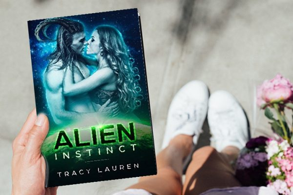 Review: Alien Instinct by Tracy Lauren
